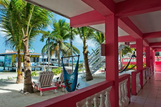 Conch Shell Inn: Main floor viewing beach