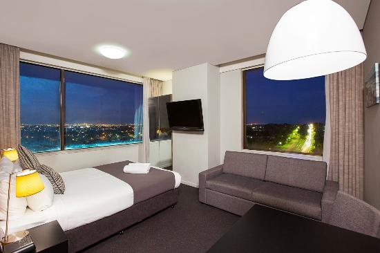 Metro Hotel Miranda: Queen Suite