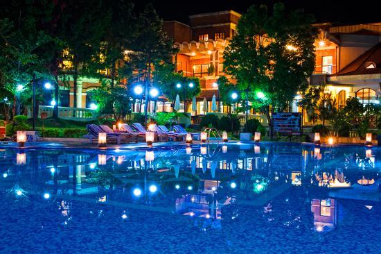 Park Village Hotel & Resort: Swimming Pool