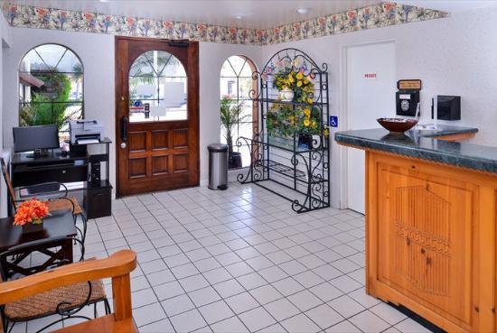 Americas Best Value Inn Loma Lodge : Beautiful Lobby Entrance