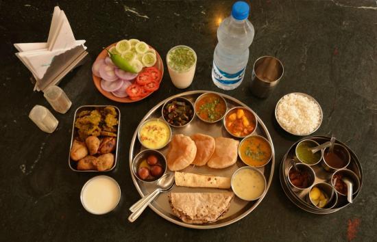Girivihar Holiday Club: Gujarati Thali