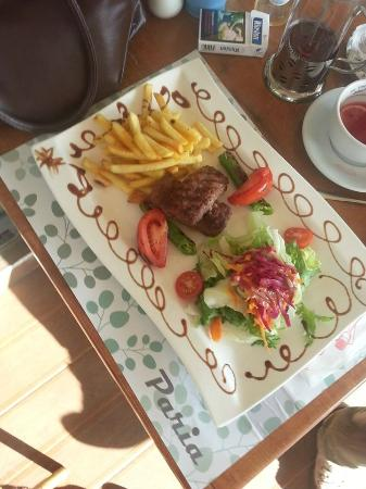 Paria Cafe & Restoran