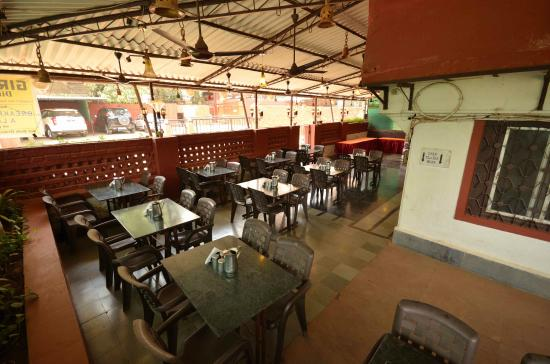 Girivihar Holiday Club: Restaurant