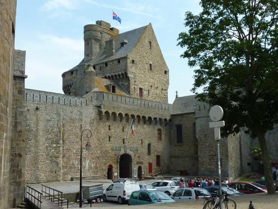 Les Remparts de Saint-Malo: Hôtel de ville