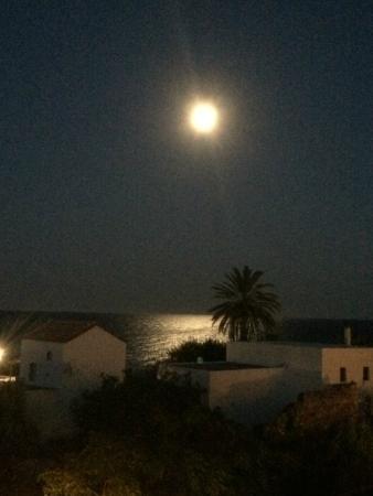 Perigiali Hotel - Studios: Full moon from the balcony