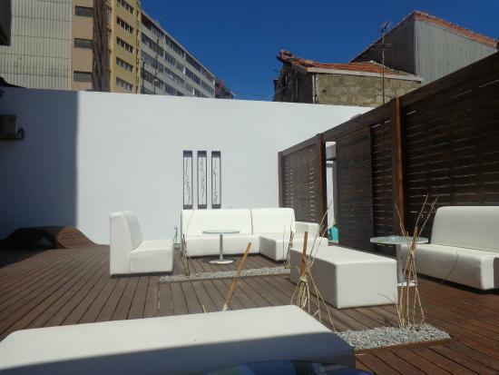 Urban Hotel Amadeos : Espaço exterior de relax