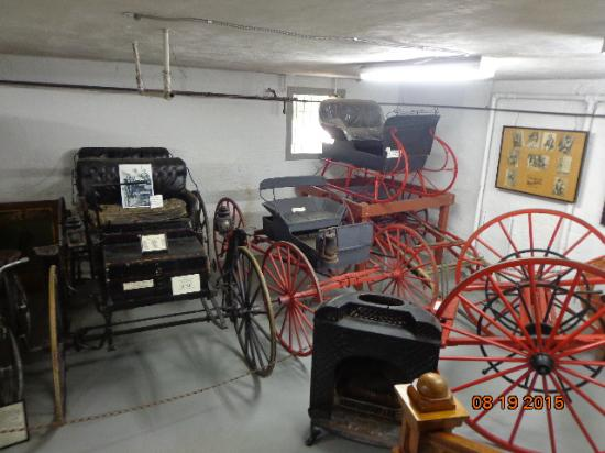 Tillamook County Pioneer Museum: Downstairs: old cars