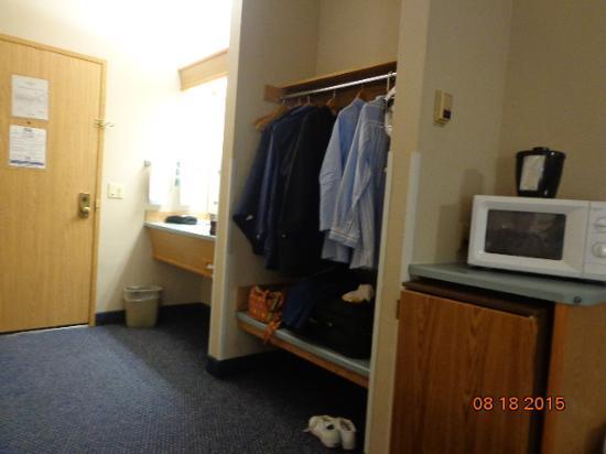 Shilo Inn Suites Hotel - Tillamook: Door, sink area and closet area