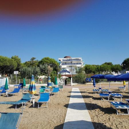 La spiaggia tranquilla foto di park hotel ermitage for Hotel meuble park spiaggia