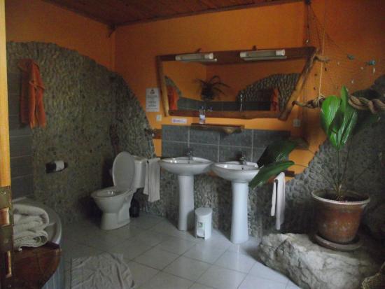 Cormoran Lodge : Our bathroom Comoran Lodge