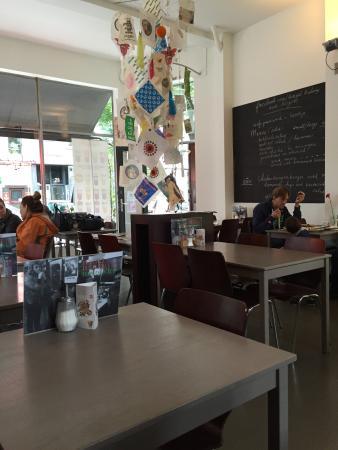 Bagel Bakery & Burgers: Interior