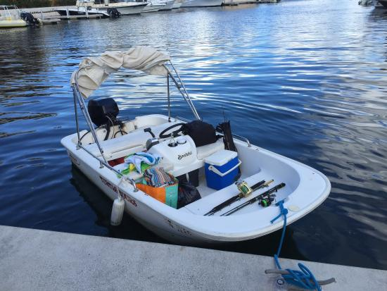 Simpson Bay, St. Martin/St. Maarten: Great experience, nice people, very good price. Freedom on the lagoon