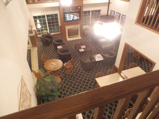 Charter Inn & Suites: Dal primo piano