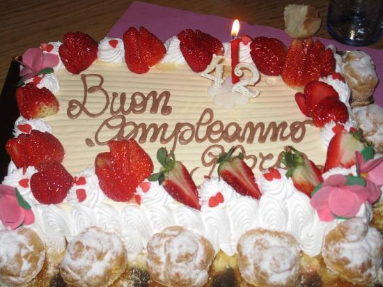 Soleluna: festeggiando il compleanno di un amica... direi torta ottima