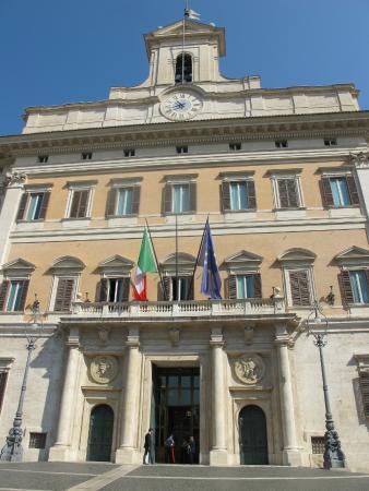 Palazzo di montecitorio front foto di palazzo di for Palazzo camera dei deputati