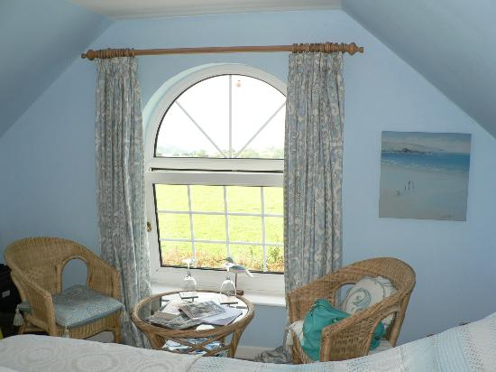 Ringmore, UK: A nice spot to have a morning tea in the double room