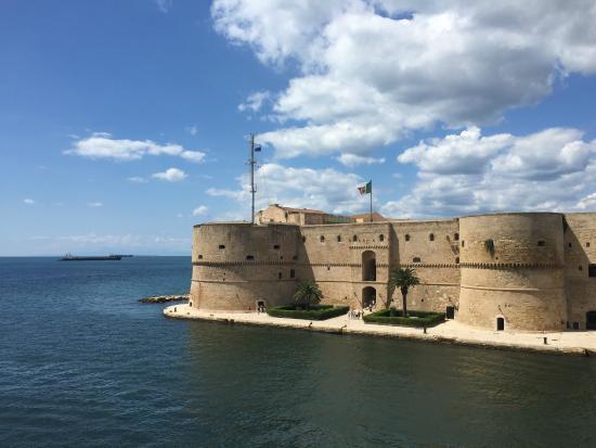 Castello Aragonese: Vista dall'esterno