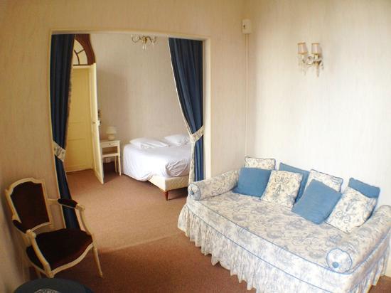 Hôtel-Restaurant Le Castel : комната