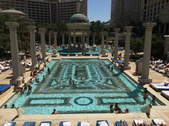 Trevi fountain picture of caesars palace las vegas for Caesars swimming pool