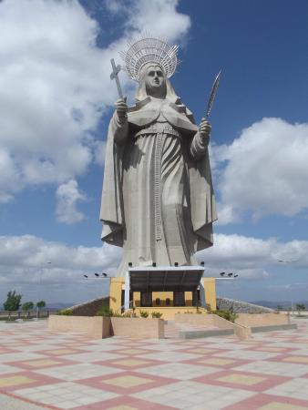 Resultado de imagem para fotos da estatua de santa rita santa cruz rn