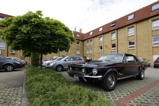 Hotel Märkischer Hof: Parkplätze im Innenhof