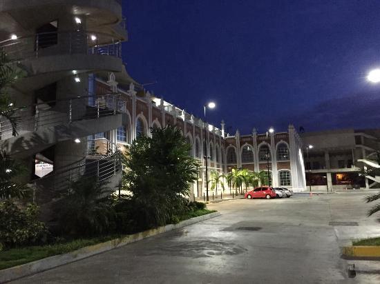 Maracay, Venezuela: Entrada por el estacionamiento
