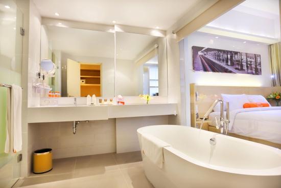 Bathroom Picture Of Harris Hotel Conventions Gubeng Surabaya