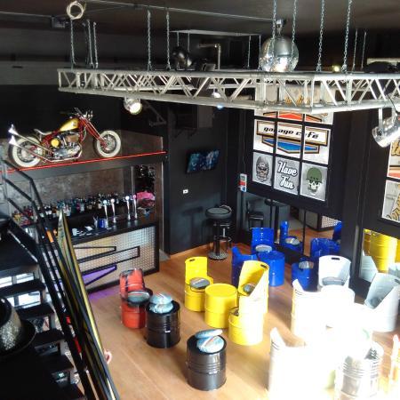 Arredamento da urlo foto di garage caf busto arsizio - Arredamento garage ...