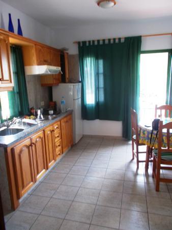 Villa Aurora Apartamentos y Pension: angolo cottura