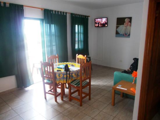 Villa Aurora Apartamentos y Pension: tinello