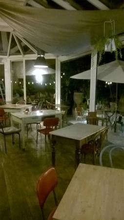 terrazza coperta nel giardino - Picture of Peppa e Nando ...