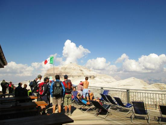 https://media-cdn.tripadvisor.com/media/photo-s/08/d3/19/82/la-terrazza-delle-dolomiti.jpg