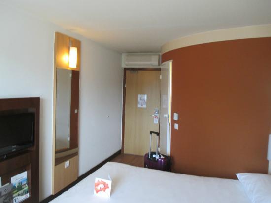 Ibis Aberdeen Centre: room