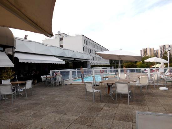 Novotel Paris Creteil Le Lac Hotel Vom Park Aus Mit Pool