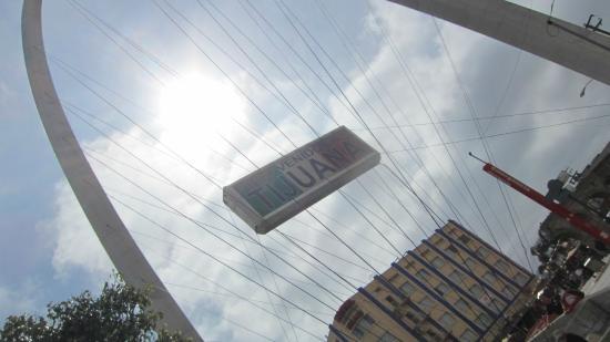 Avenida Revolucion: 入口のランドマーク