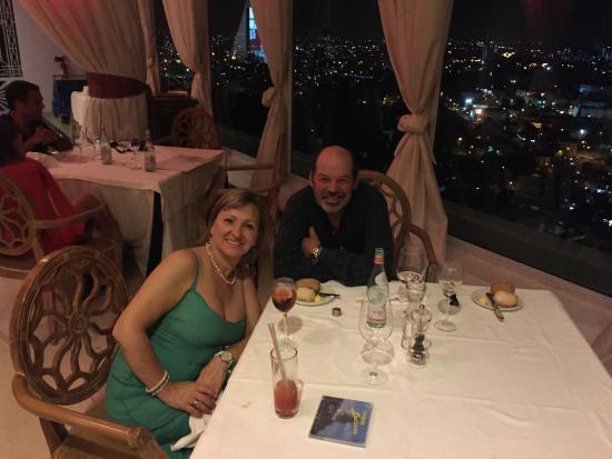 Tryp Habana Libre: Prácticamente solos. Calidad de la cena, intermedio.