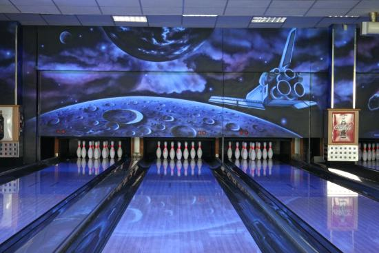 Sumperk, República Checa: bowling alley and decoration