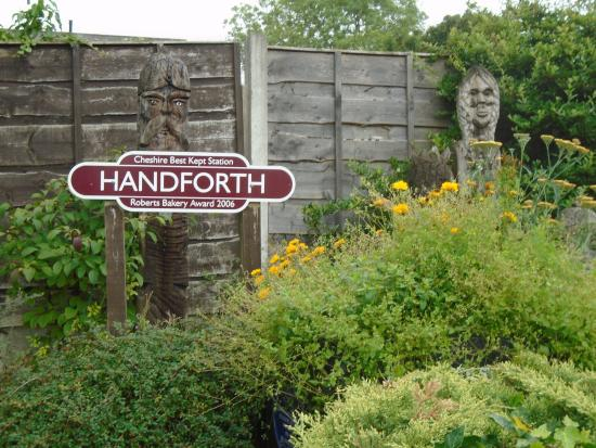 Handforth, UK: Woodcarvings at station
