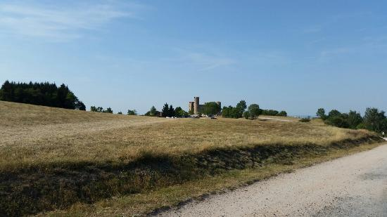 Le chateau d'Essalois: Château d'essalois  et différentes prise de vues prises du château