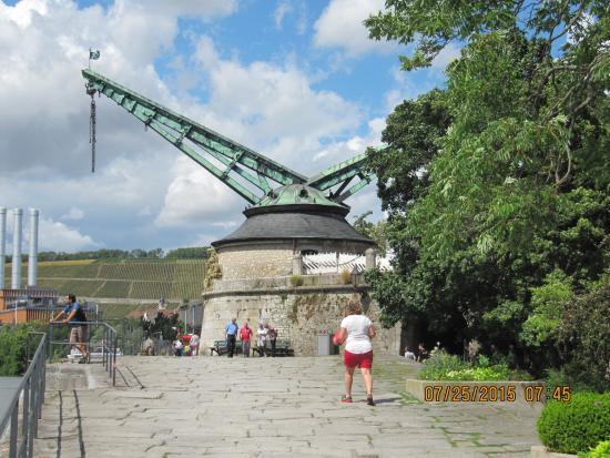 Crane Bild Von Alte Mainbrcke Wrzburg TripAdvisor