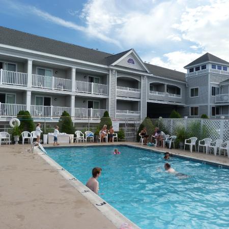Hyannis Travel Inn: Outdoor pool