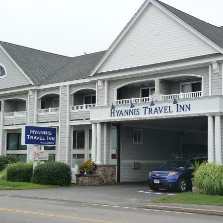 Hyannis Travel Inn: Front entrance