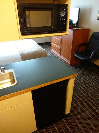 Quality Inn & Suites On The River: Microwave in Room