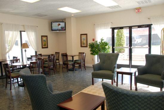 The University Inn: Hotel Lobby
