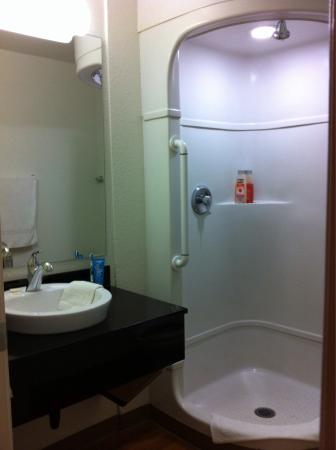 Motel 6 Medford South: Clean! New! Modern! Price Perfect!