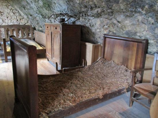 lit sans m moire de forme du moyen ge photo de la maison forte de reignac tursac tripadvisor. Black Bedroom Furniture Sets. Home Design Ideas