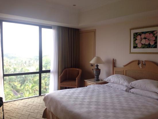 Aryaduta Lippo Village: Full of Green out of window in Aryaduta suit room, the view from window is golf court and also s