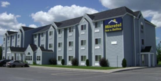 Microtel Inn & Suites by Wyndham Plattsburgh: Motel Front