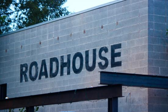 Roadhouse Pub & Eatery: The outside and inside match!