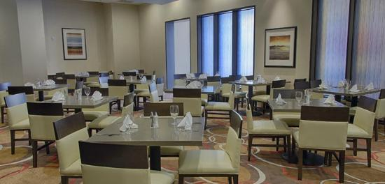 Embassy Suites by Hilton Newark Airport: Spacious Dining Area for Hotel Guests